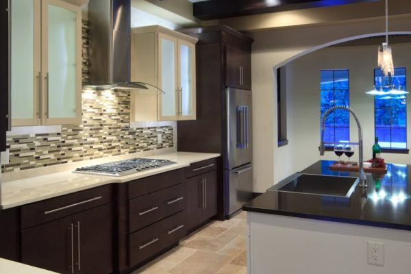 modern Mediterranean kitchen backsplash